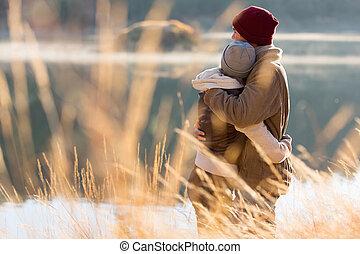 winter, paar, zurück, umarmen, junger, ansicht