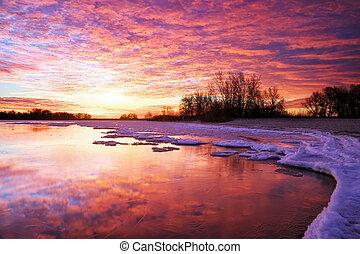 Winterlandschaft mit See und Sonnenuntergang. Composition of
