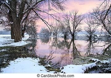 Winterlandschaftsfluß Zagyva