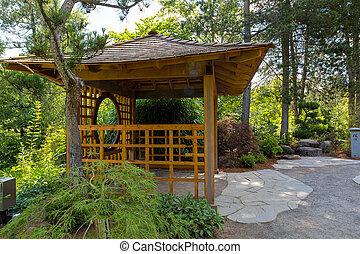 Wooden Pavillon auf dem Tsuru Insel japanischen Garten.