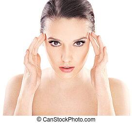 Wunderschöne junge Dame mit gesunder, sauberer Haut