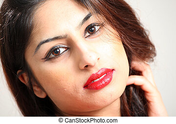 Wunderschöne junge Indianerin