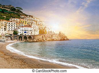 Wunderschöne Landschaft der Amalfiküste Mittelmeer Meer Süd italy wichtige Reiseziel in Europa.