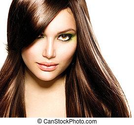 Wunderschönes Brünette-Mädchen. Gesunde, lange braune Haare