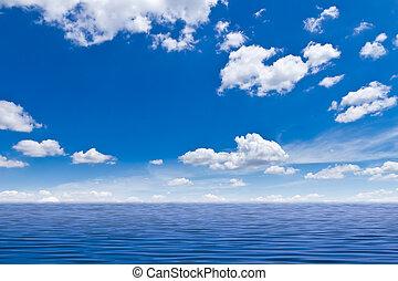 Wunderschönes Meer und blauer Himmel