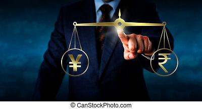 Yuan oder Yen mit dem indischen Rupien