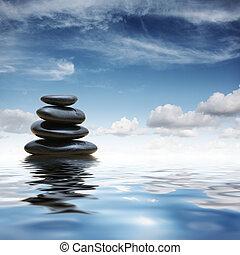 Zen-Steine im Wasser