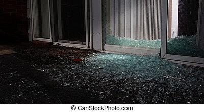 Zertrümmertes Fenster