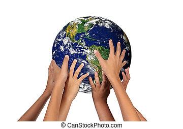 Zukünftige Generationen mit Erde in ihren Händen