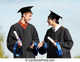 Zwei Absolventen