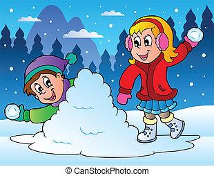 Zwei Kinder, die Schneebälle werfen