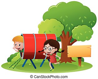 Zwei Kinder spielen auf dem Spielplatz.