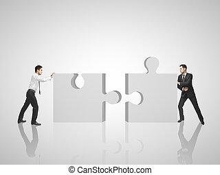 Zwei Mann stellt Rätsel.