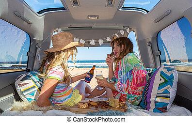 zwei, setzen leben strand, mädels, sommer, genießen, kleintransport