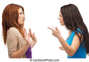 Zwei Teenager streiten sich.