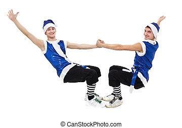 Zwei Weihnachtsmänner in blauer Santa-Klamotten, die mit isoliertem Weiß in voller Länge tanzen.